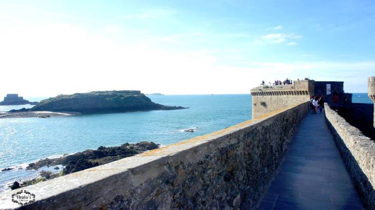 st-malo-port-wall-view