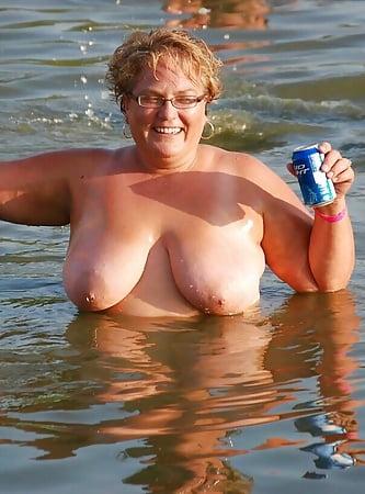 Mature biker wifes flashing their tits  20 Pics
