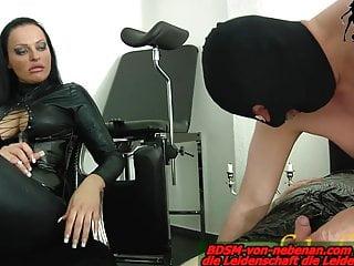 Slave must do blowjob – lession at german bdsm femdom domina