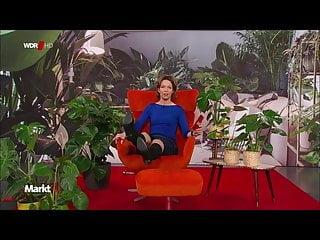 Anna Planken legt kurz ihre Stiefel hoch