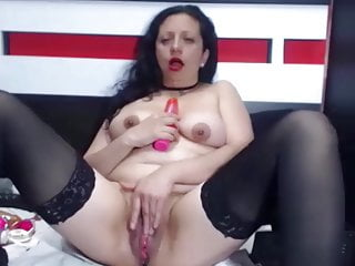 HUGE SQUIRT MATURE LATINA FIST