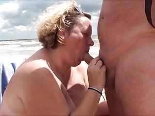 Texas lover Carolyn slurps shaft