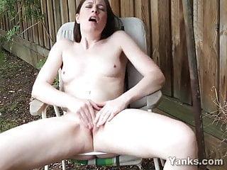 Yanks – Hottie Taliah Mac Performs Outside