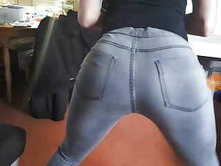 A French girl who twerks