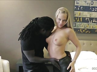 German LaraCumkitten in Leggings Fuck Massive Ebony Penis Freddy