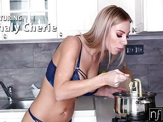 Huge Boobs Blonde Serves Pasta And Hole For Supper S11:E1