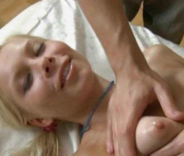 Fleshly Oil Massage Makes Beauty Give Oral Sex