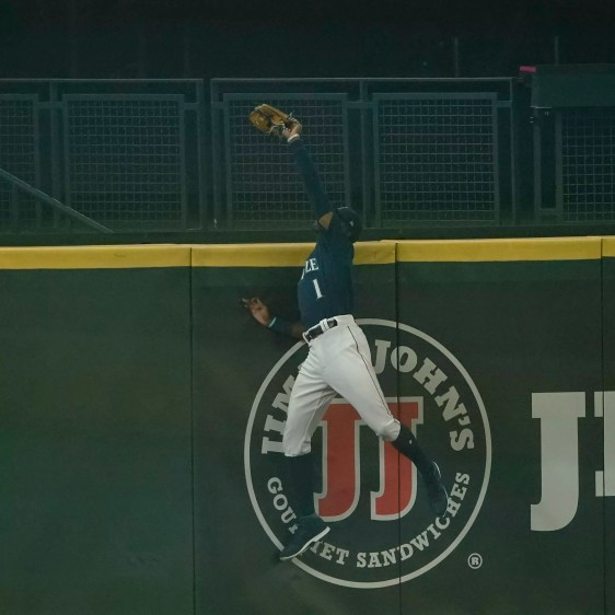 Shades of Junior? Kyle Lewis makes a leaping, grand-slam robbing catch in  Mariners' play of the year | SWX Right Now - Sports for Spokane, CdA,  Tri-Cities, WA