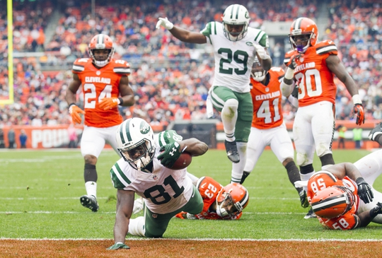 Oct 30, 2016; Cleveland, OH, USA; New York Jets wide receiver Quincy Enunwa (81) dives into the end zone for a touchdown during the third quarter against the Cleveland Browns at FirstEnergy Stadium. The Jets won 31-28. Mandatory Credit: Scott R. Galvin-USA TODAY Sports