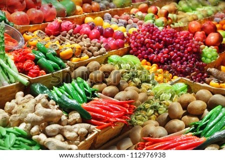 https://i0.wp.com/thumb1.shutterstock.com/display_pic_with_logo/101466/112976938/stock-photo-fruits-and-vegetables-at-a-farmers-market-112976938.jpg