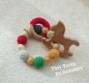 【liensRiry】Tiny Teeth(TM) 歯固め/歯固め(木馬・クリスマスカラー)食品レベルの素材・シリコンビーズ・ウッドパーツ