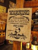 西部のお尋ね者ポスターの木製看板(ワイアット・アープ) ■