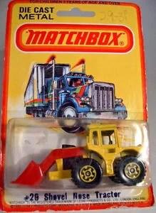 【送料無料】模型車 モデルカー スポーツカー マッチトターショベルボックスmatchbox sf nr29c tractor shovel dgelb gelbe felgen neuwertig in box