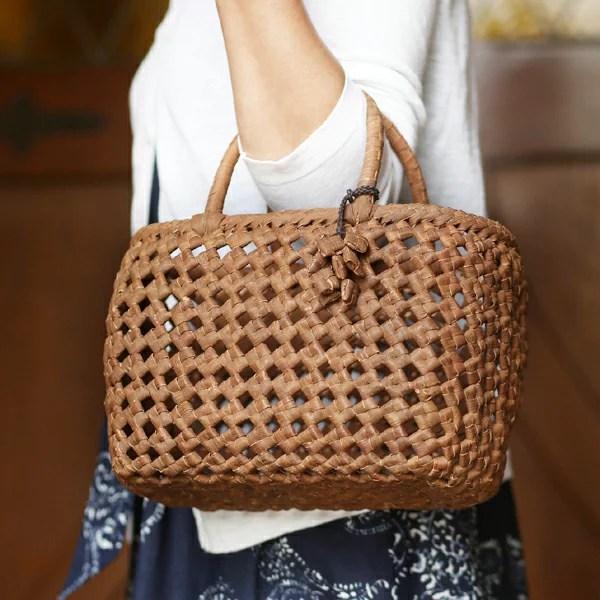 石畳編みやまぶどう籠(まんまるやさしい/チャーム付き/小サイズ)(約)最大幅27x底マチ10x本体高さ18cm(約)470g