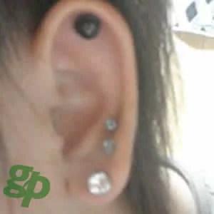 暇人さんの耳のボディピアス写真☆クリスタルジュエルピアス:8mmジュエル(GG)(M)