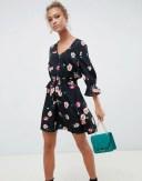 インフルエンス レディース ワンピース トップス Influence v neck floral tea dress with gathered sleeve Black floral