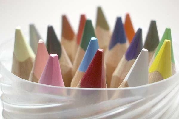 リラ社 色鉛筆ファルビー(軸白木)18色PPボックス入