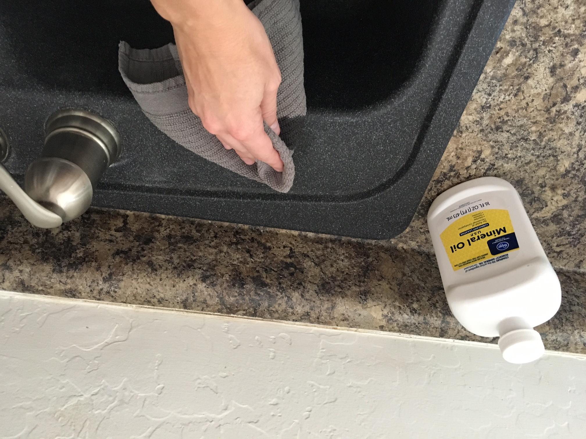 5 simple steps to clean a granite sink