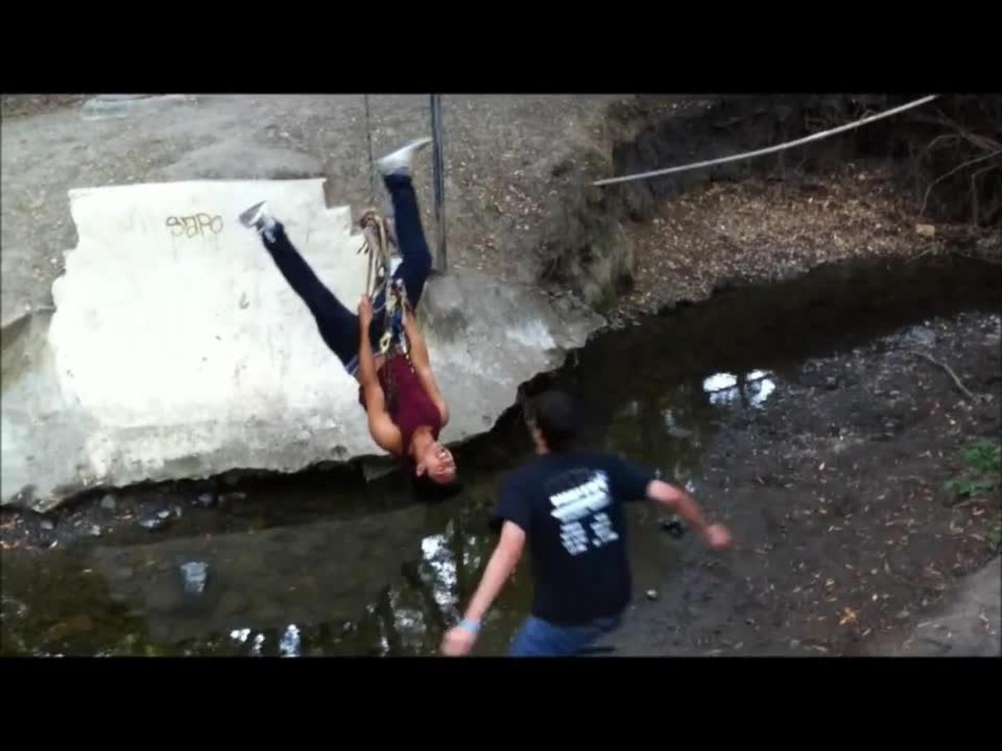 hight resolution of rope swing harness fail