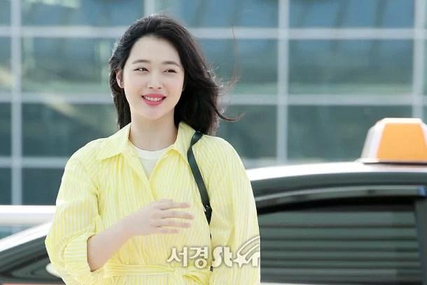 설리, '새하얀 햇살 미소' (공항패션)