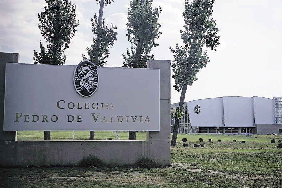 Pedro de valdivia y la conquista de chile, en la que participó al ser parte de diferentes campañas militares, para luego viajar a américa. Grupo Internacional Compro Los Colegios Pedro De Valdivia La Tercera