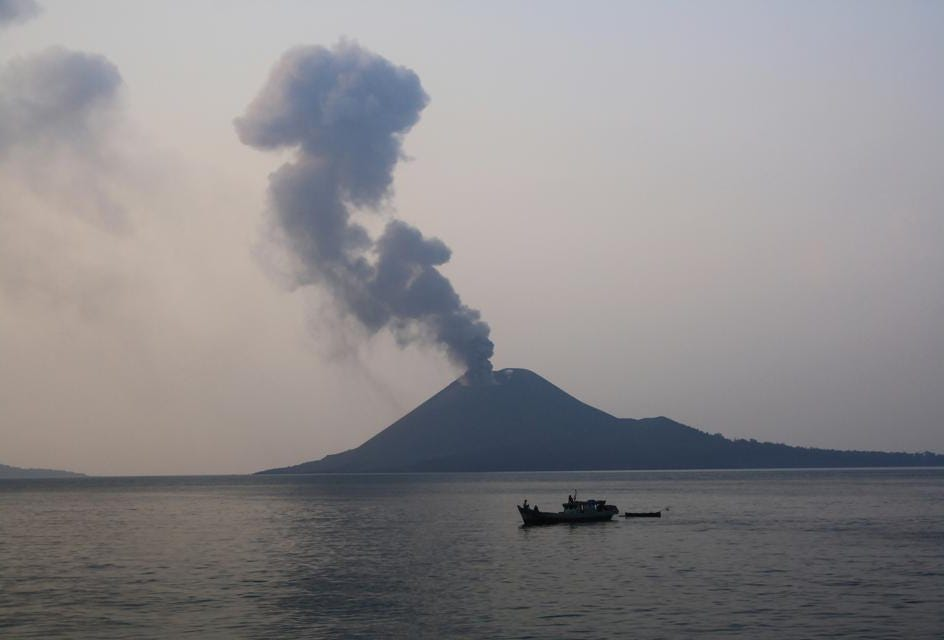 hight resolution of tsunami possibly triggered by anak krakatau strikes indonesia here s what you need to know