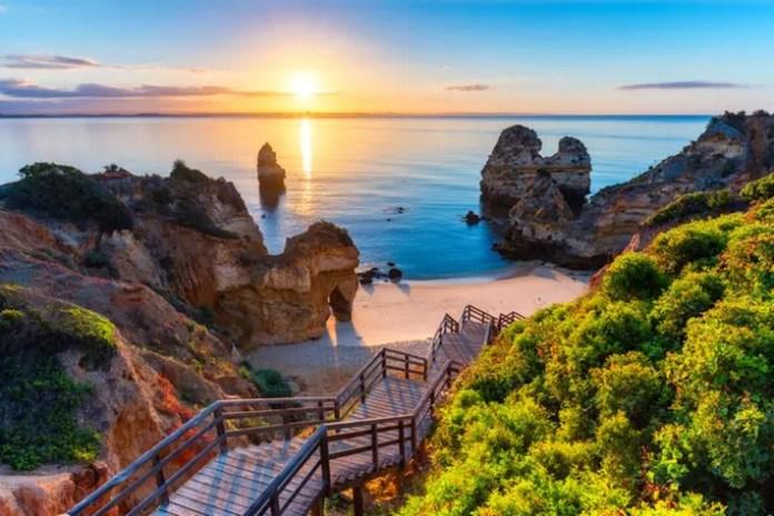 Algarve and its beautiful, turquoise sea.