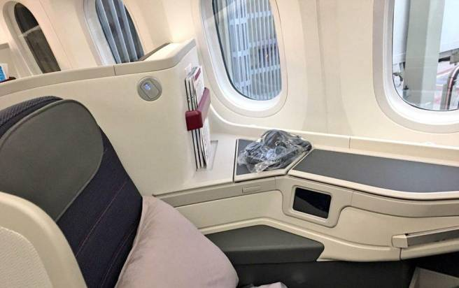 Passenger windows on Aeromexico Dreamliner, Amsterdam