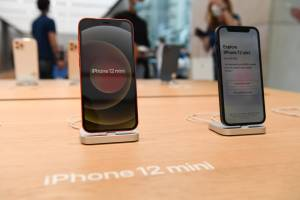 New iPhone 13 leaks, Apple's problems with the App Store, M1 iMac revealed