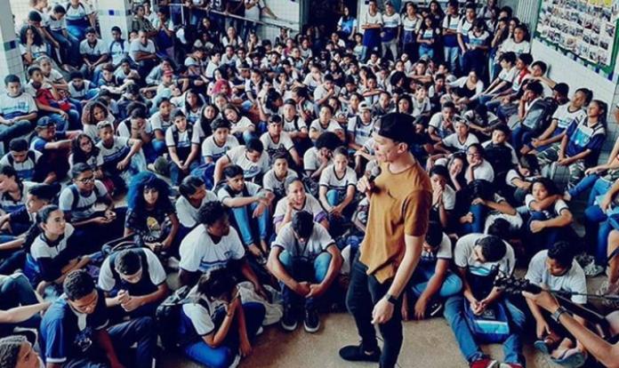 Neto Araújo, líder do Convictos School, ministra em escolas no Nordeste desde 2016. (Foto: Convictos School)