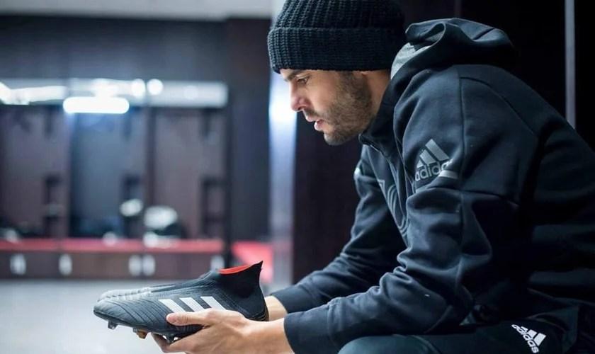 """Kaká se manteve em suas convicções e se negou a mudar seu jeito de """"jogador crente"""". (Foto: Reprodução/Facebook)"""