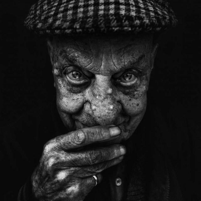 homeless black and white portraits lee jeffries 35 25 Incredibly Detailed Black And White Portraits of the Homeless by Lee Jeffries