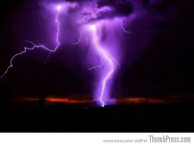 Lightning Thumbpress 15 630x469 Horrifying Lightning Storm Over Albuquerque, New Mexico