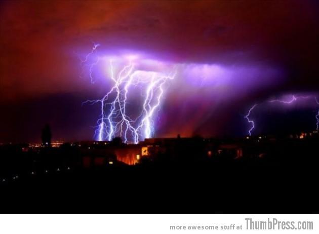 Lightning Thumbpress 6 630x462 Horrifying Lightning Storm Over Albuquerque, New Mexico