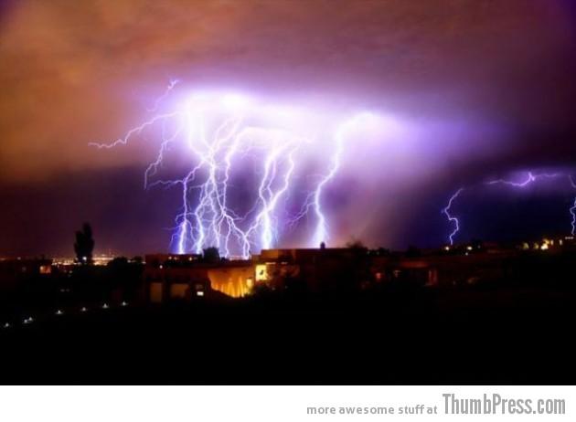 Lightning Thumbpress 8 630x462 Horrifying Lightning Storm Over Albuquerque, New Mexico