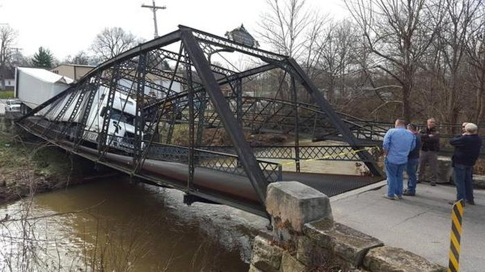 Woman Destroys Bridge With An Overweight Truck 5 pics