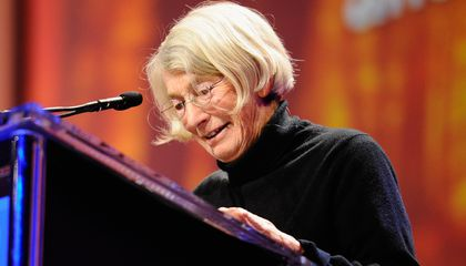 Mary Oliver, a Poet Whose Simple Turns of Phrase Held Mass Appeal, Dies at 83