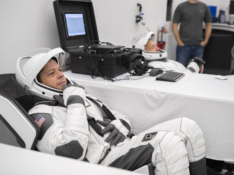Astronauts Test Out Their Sleek New SpaceX Flight Suits ...