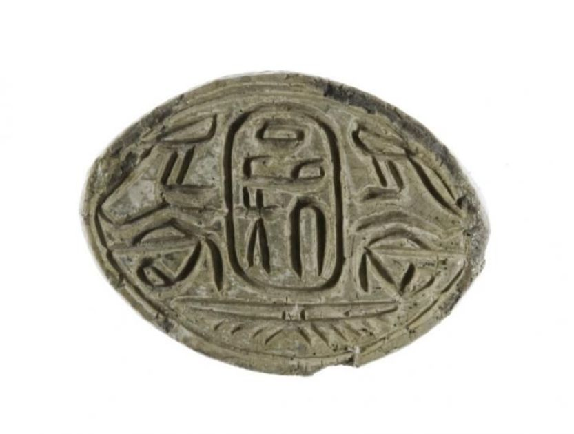 A seal amulet bearing the name of the Hyksos pharaoh Apophis