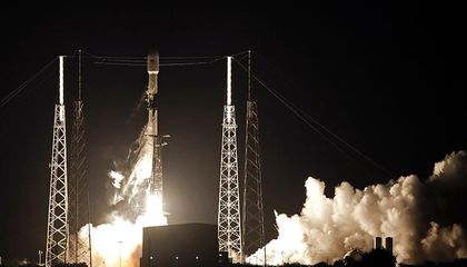 SpaceX Launched 60 Internet-Beaming Satellites Into Orbit