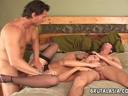 Sex bomb has an anal threesome fuck to go thr_10