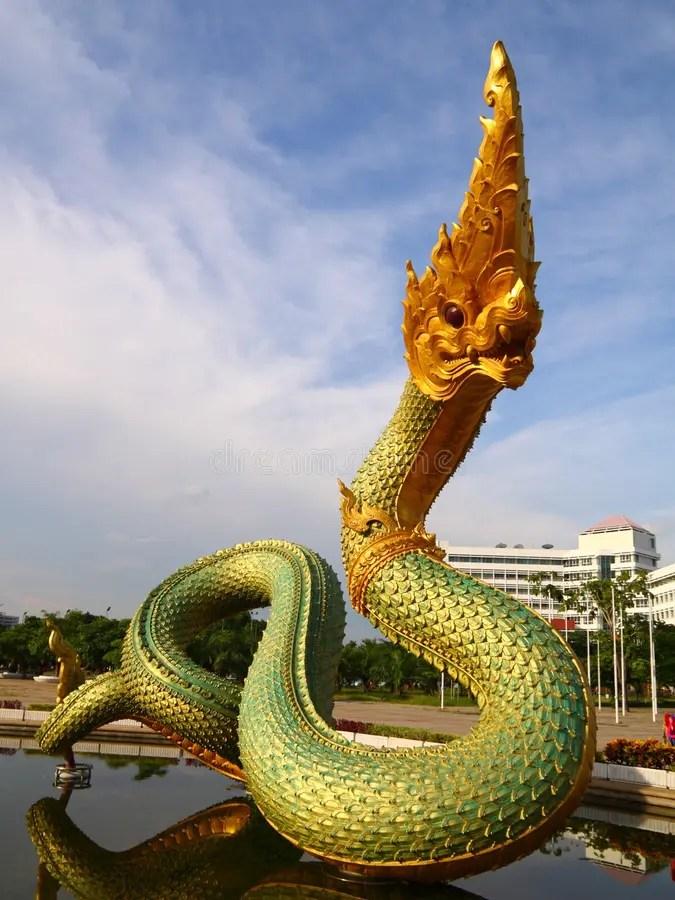 泰國龍的雕象 庫存照片. 圖片 包括有 金黃, 裝飾, 旅行, beautifuler, 金子, 五顏六色 - 15120346