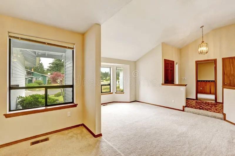 與開放地板的空的房子內部 庫存照片. 圖片 包括有 改造, 沒人, 建筑, 住宅, 空間, 樓層, 大使 - 44614126