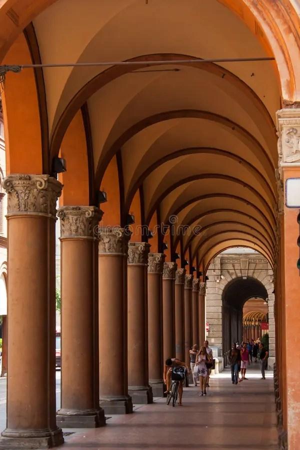 Arcadas En La Ciudad De Bolonia, Italia Imagen editorial - Imagen ...