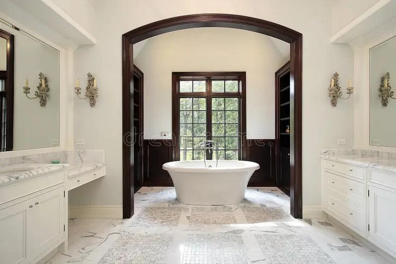 Bagno Matrice Con Zona Incurvata Della Vasca Fotografia Stock  Immagine di distendasi bathroom