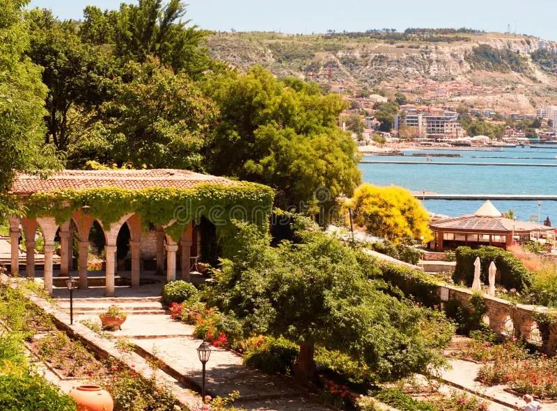Bagno Romano Nel Giardino Del Castello Di Balchik Fotografia Stock  Immagine di autentico