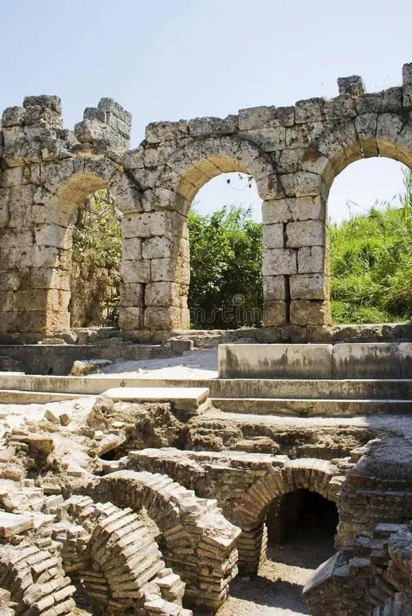 Bagno romano in Perga fotografia stock Immagine di remains  12375328