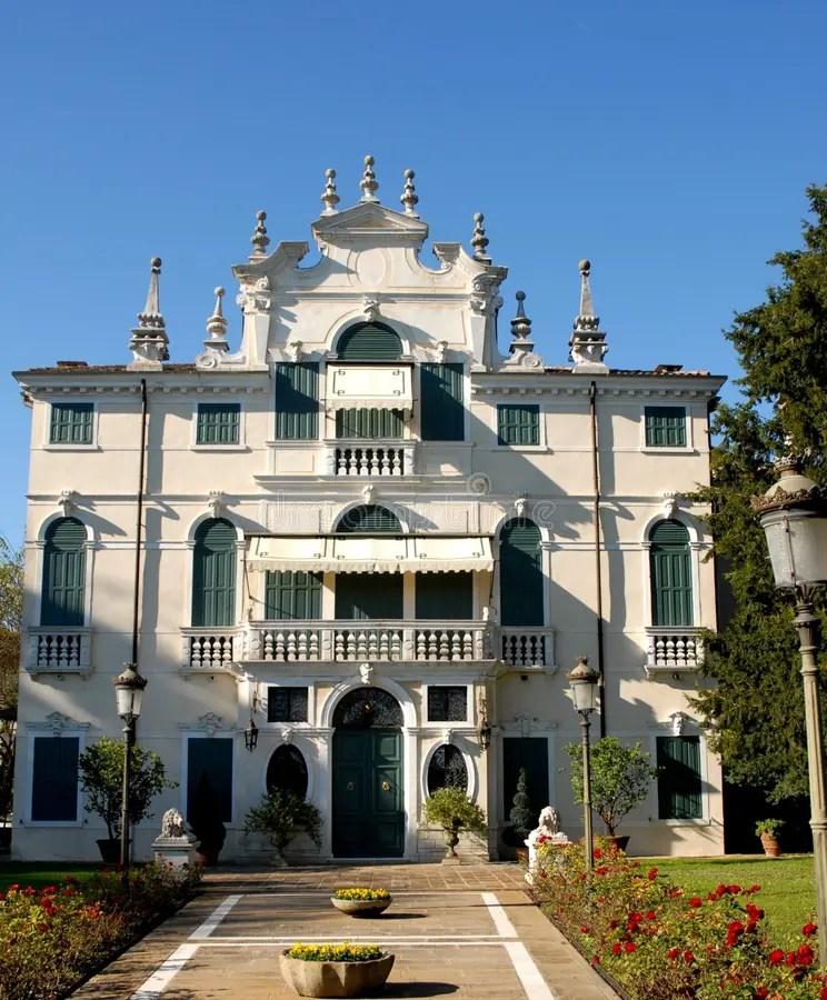 Bello E Soleggiato Bianco Elegante Della Villa Situato