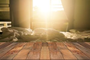 blurry bed brown wood empty obscura cama tabela madeira fundo sala