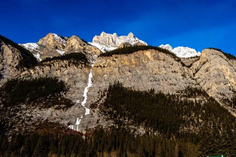 Der cascade mountain bei banff im winter. 1 892 Alberta Cascade Mountain Photos Free Royalty Free Stock Photos From Dreamstime